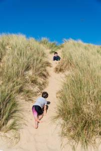 Leerlingen in de duinen